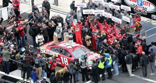 Crew Call: No. 18 crew goes back-to-back