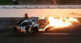Big wrecks, close finishes at Kansas Speedway