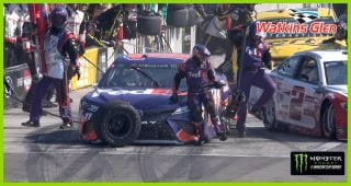 Trouble for Hamlin on pit stop in final stage