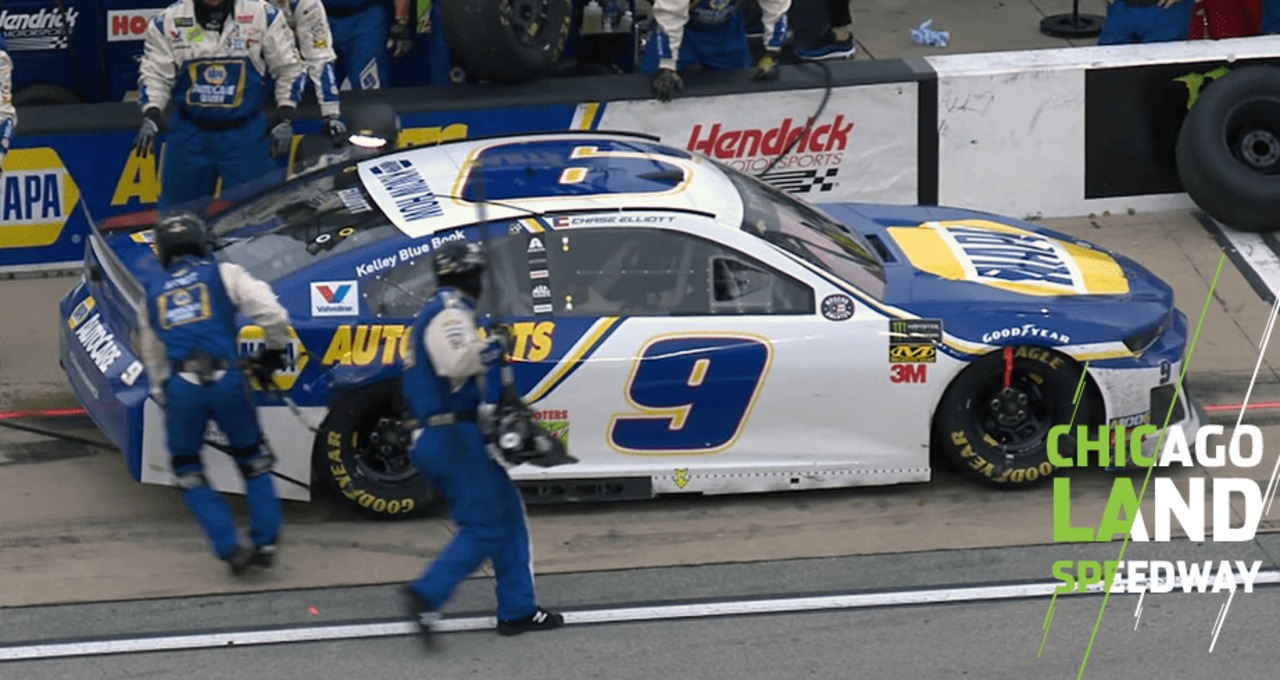 Chase Elliott loses spots on pit road due to hose issue