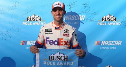 Denny Hamlin ganó la Pole Position para la Bristol Night Race